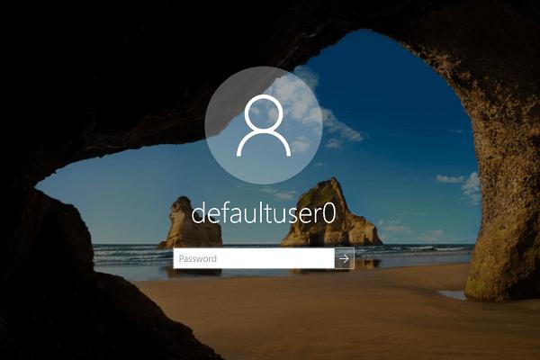 حساب defaultuser0 في شاشة التسجيل